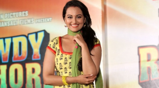 Don't mix the two 'Chammak Challos' – Sonakshi Sinha