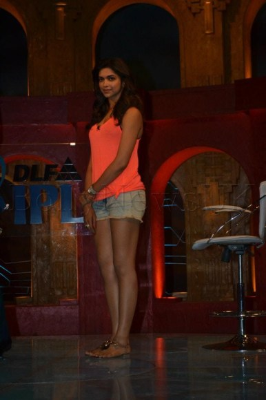 Deepika Padukone promotes Cocktail at Extra Innings T20