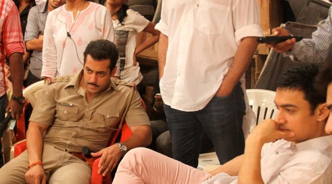 Aamir visits Salman on the sets of 'Dabangg 2'