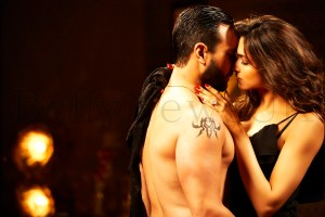 Deepika and Saif - Hot scene in Race 2