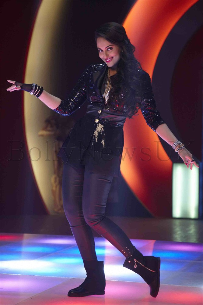 Sonakshi Sinha in Thank God Its Friday song 2