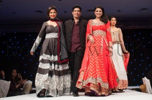 Manish Malhotra with Urmila Matondkar and Parineeti Chopra at Fashion Fundraiser in Londn for The Angeli Foundation