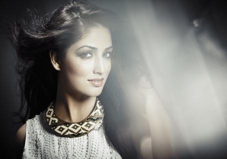 Yaami Gautam joins Twitter and Facebook