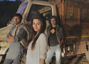 On the Highway! Randeep Hooda, Alia Bhatt, Imtiaz Ali on location- shooting for Ali's next film, 'Highway'