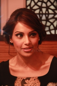 Bipasha Basu in London - Bollywood Showstoppers (4)