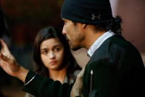 Imtiaz Ali explaining a shot to Alia, Gurgaon