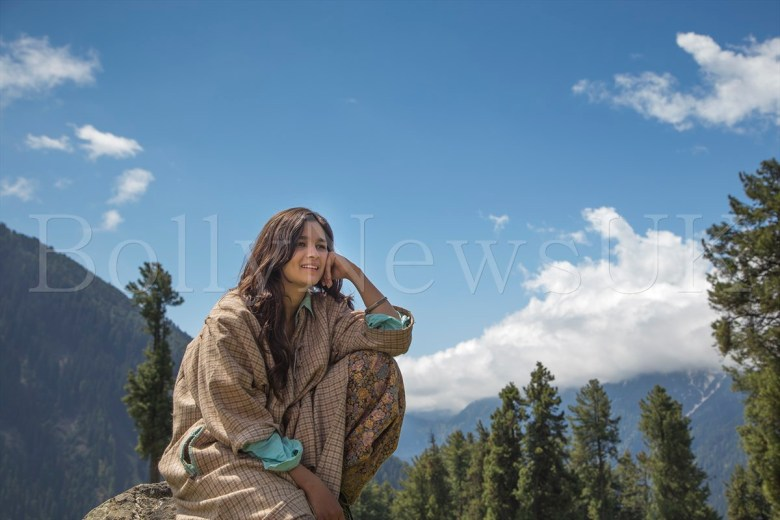 Alia Bhatt Shooting for   Highway at Aru Valley, Kashmir, 12-05-2013