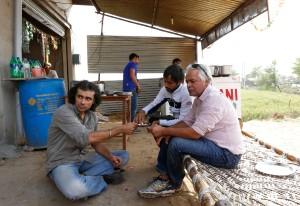 Imtiaz Ali & Anil Mehta(DoP) having lunch at a Dhaba near Alwar, Rajasthan, 10.03.2013