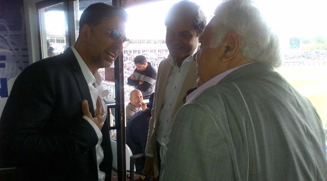 Akshay Kumar meets Farokh Engineer in Birmingham