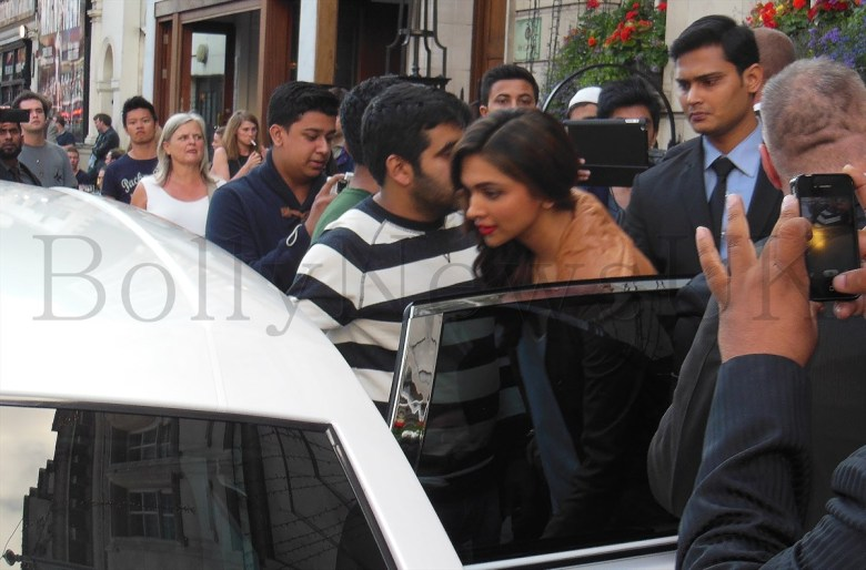 Deepika Padukone spotted in London (1)