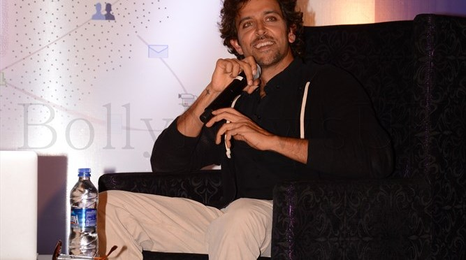 Photos: Hrithik launches digital poster of 'Krrish 3'