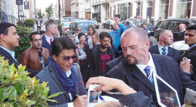 Shah Rukh Khan mobbed by fans while leaving a Hotel in Central London during the promotions of Chennai Express.