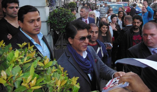 Shah Rukh Khan spotted in London (2)