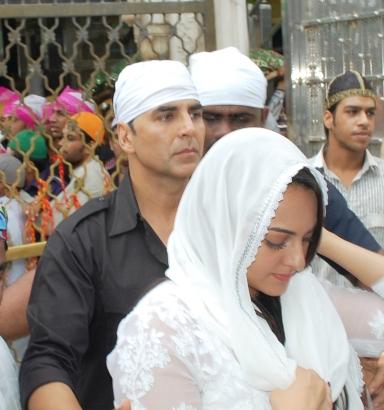 Akshay and Sonakshi (4)