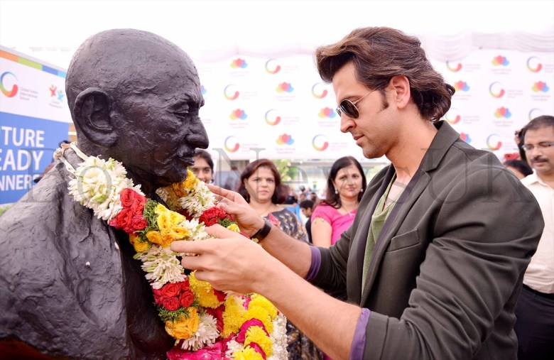Hrithik Roshan promoting Krrish 3 in Singapore (12)