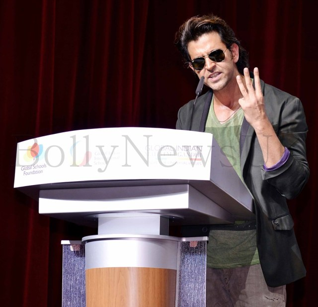 Hrithik Roshan promoting Krrish 3 in Singapore (13)