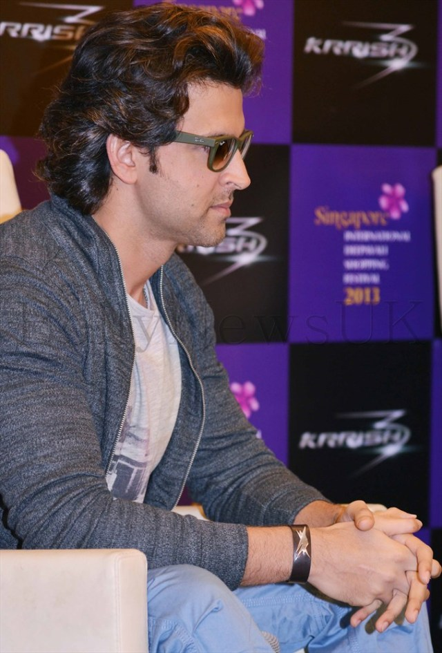 Hrithik Roshan promoting Krrish 3 in Singapore (19)