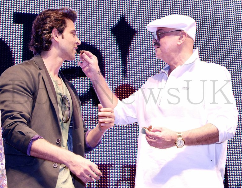 Hrithik Roshan promoting Krrish 3 in Singapore (5)