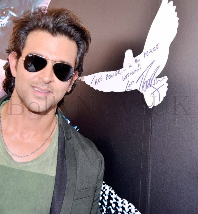 Hrithik Roshan promoting Krrish 3 in Singapore (6)