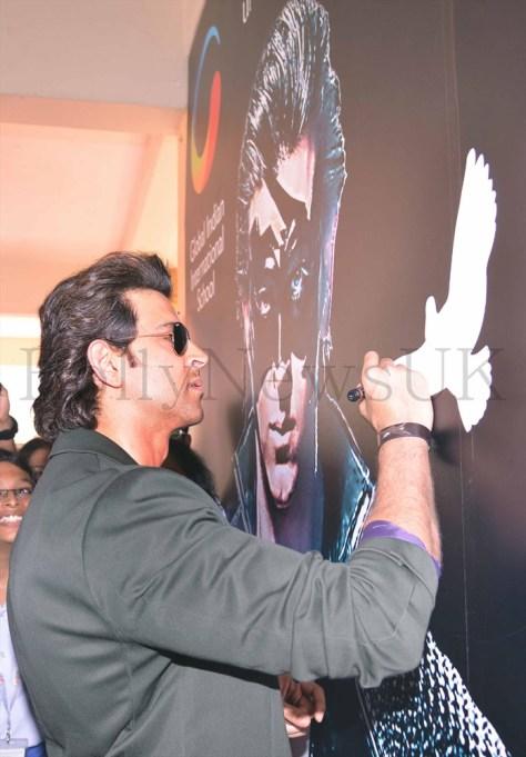 Hrithik Roshan promoting Krrish 3 in Singapore (7)