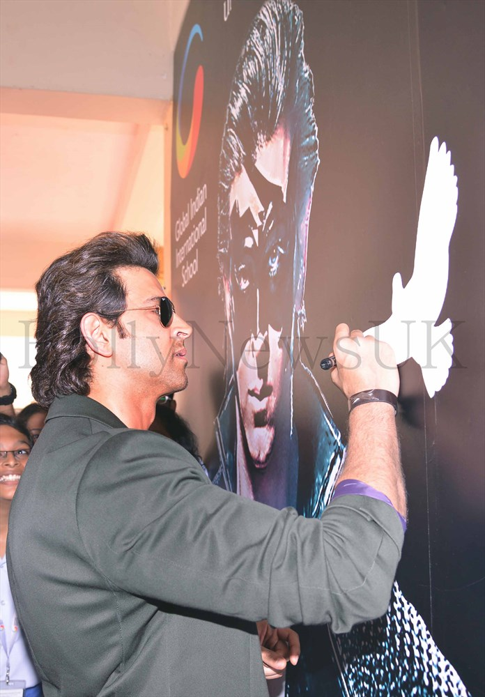 Hrithik Roshan promoting Krrish 3 in Singapore (7)