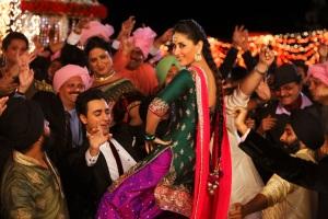 Imran Khan and Kareena Kapoor Khan in Tooh