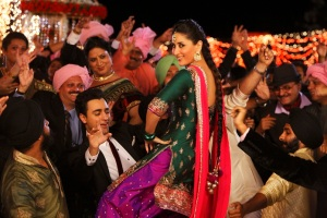 Imran Khan and Kareena Kapoor Khan in Tooh