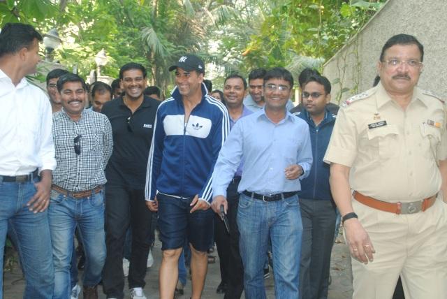 Akshay Kumar impresses cops (3)