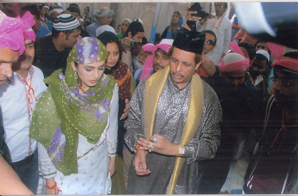 Huma Qureshi at Ajmer Sharif (1)