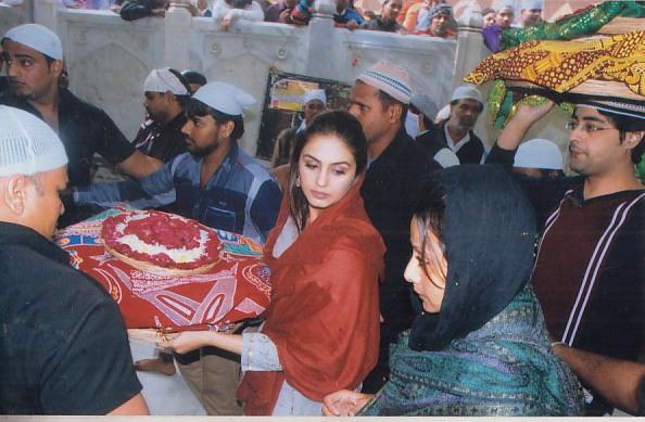 Huma Qureshi at Ajmer Sharif (2)