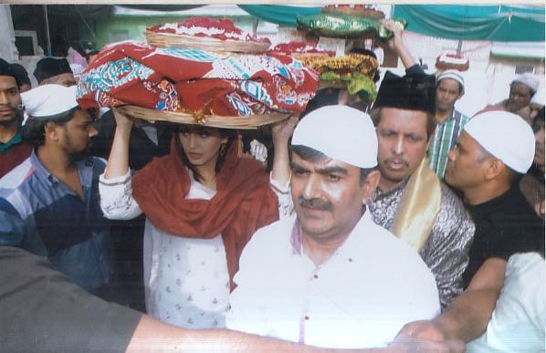 Huma Qureshi at Ajmer Sharif (3)