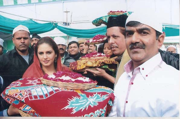 Huma Qureshi at Ajmer Sharif (5)