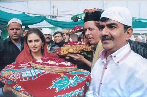 Huma Qureshi at Ajmer Sharif (6)