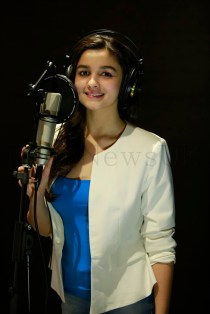 Alia Bhatt sings for Highway