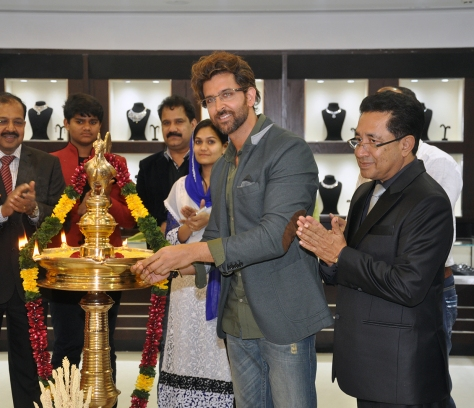 Hrithik Roshan at the Joy Alukkas Vashi store launch