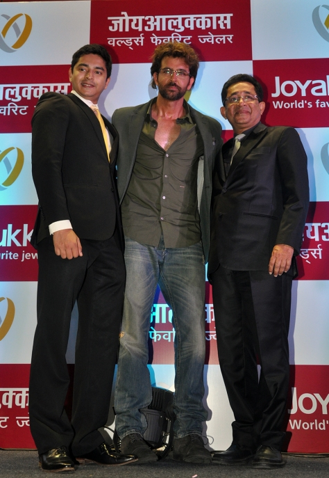 Hrithik Roshan, brand ambassador flanked by Mr. Joy Alukkas, Chairman & his son, John Paul