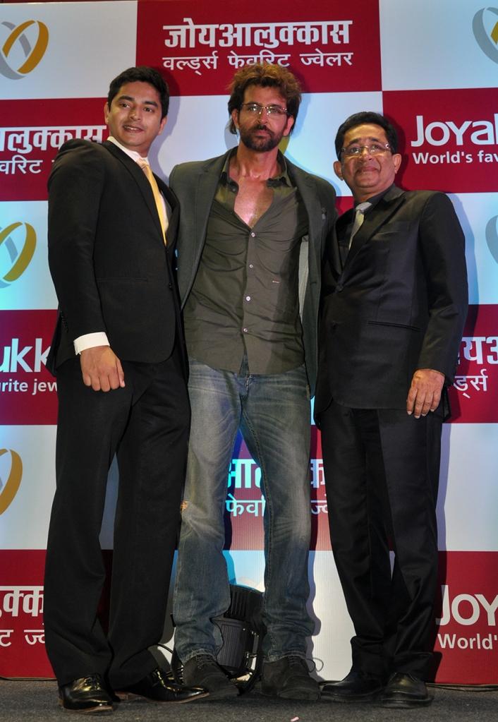 Hrithik Roshan, brand ambassador flanked by Mr. Joy Alukkas, Chairman & his son, John Paul