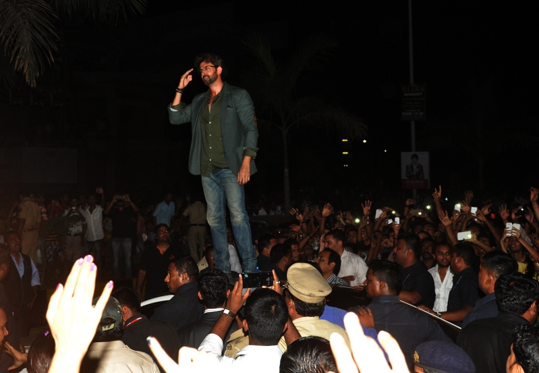 Hrithik Roshan interacts with his fans from atop his car at the Joyalukkas Vashi store launch (2)