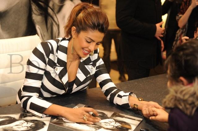 Priyanka at Guess store in London (2)