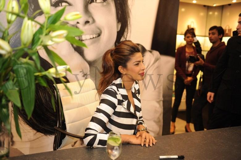 Priyanka at Guess store in London (3)