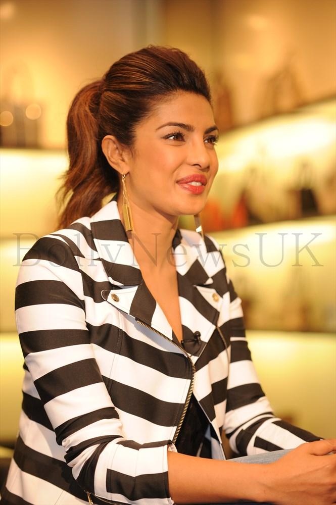 Priyanka Chopra at GUESS Store in London (2)
