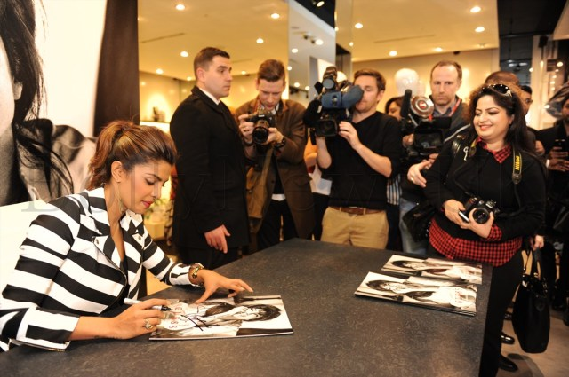 Priyanka Chopra at GUESS Store in London (9)