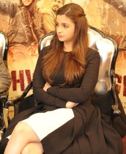 Alia Bhatt and Imtiaz in London (4)