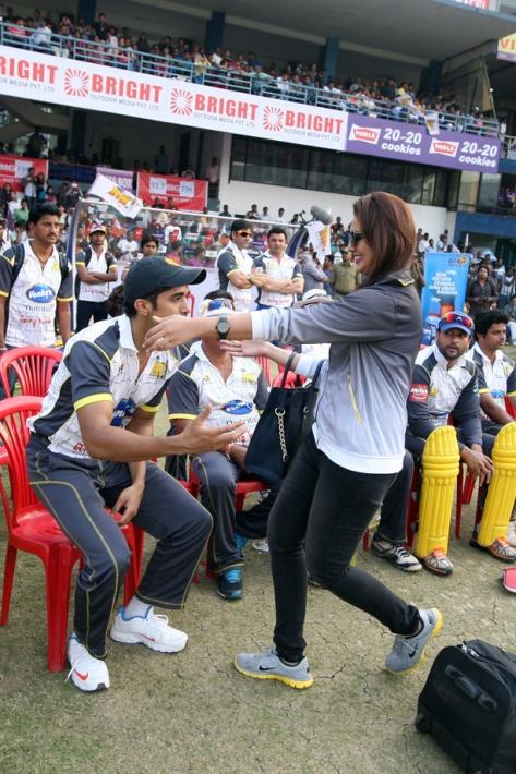 CCL 4 Bengal Tigers Vs Mumbai Heroes Match Photos (92)