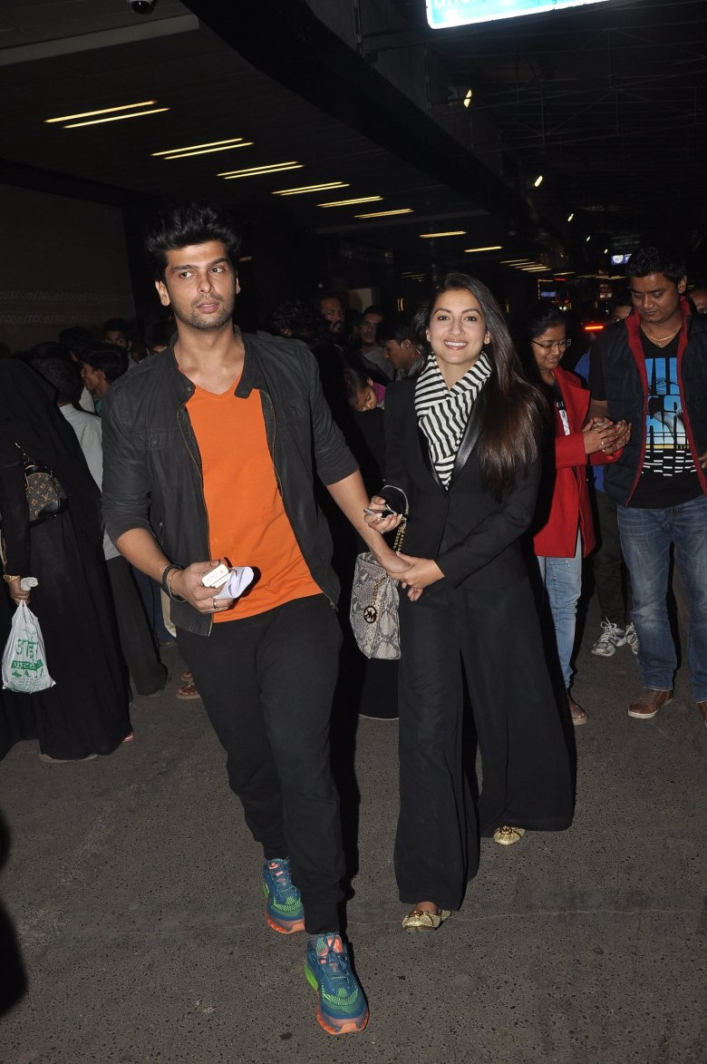 Gauahar Khan and Kushal Tandon at Mumbai Airport (1)