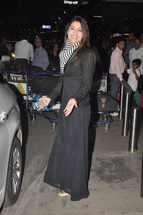 Gauahar Khan and Kushal Tandon at Mumbai Airport (2)