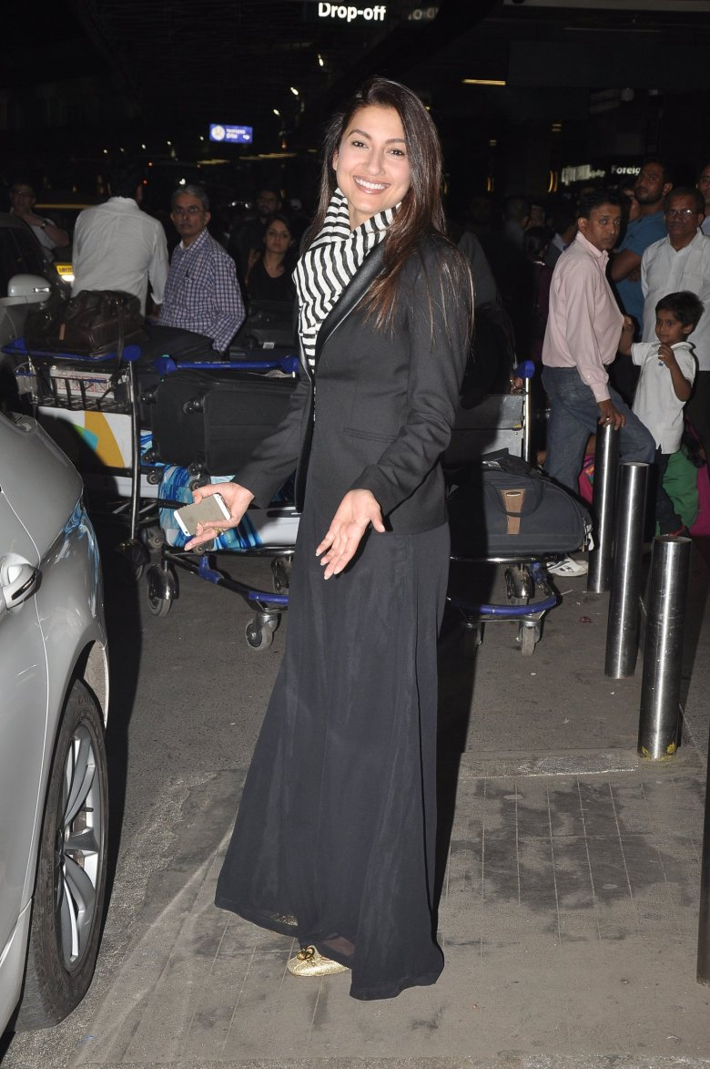 Gauahar Khan and Kushal Tandon at Mumbai Airport (2)