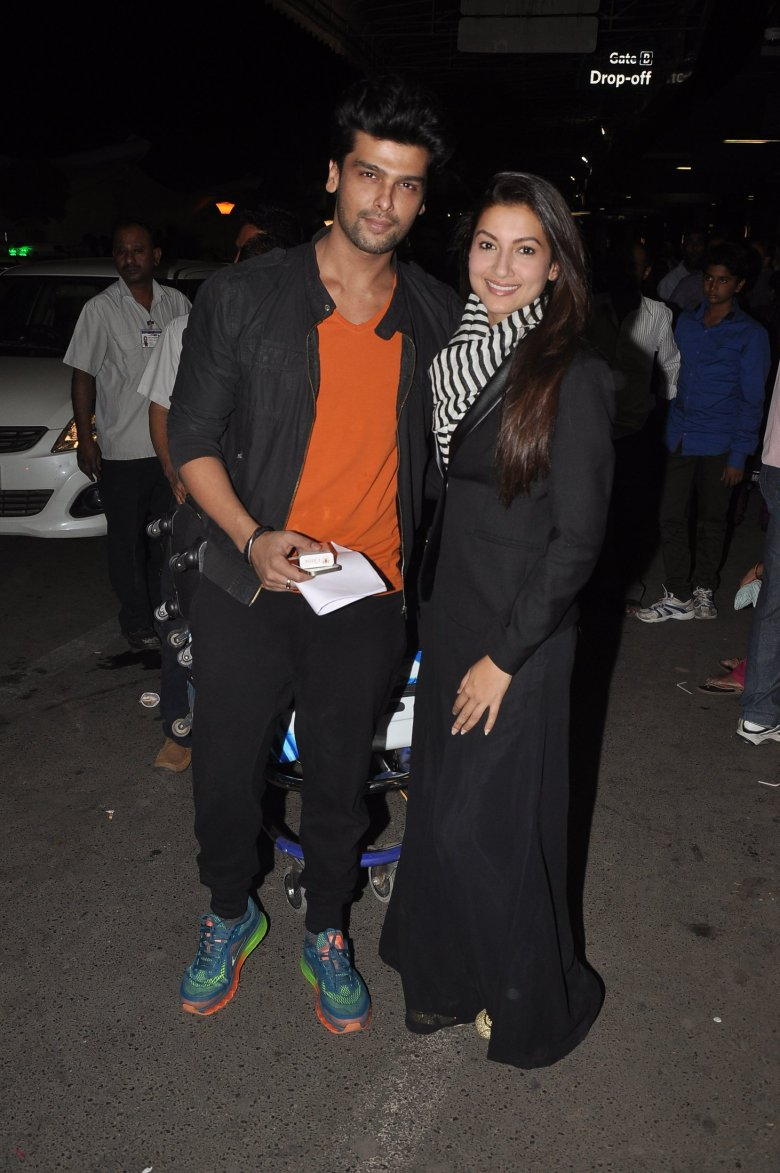 Gauahar Khan and Kushal Tandon at Mumbai Airport (3)