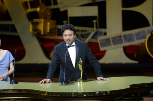 Irrfan receiving the award