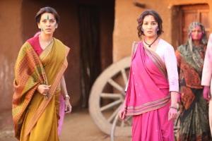 Madhuri Dixit and Juhi Chawla in Gulab Gang (2)